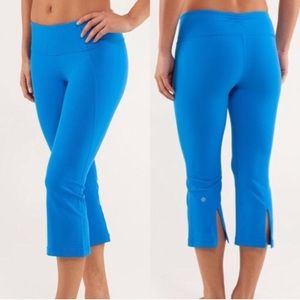 Lululemon Gather & Crow Crop Beaming Blue Size 10